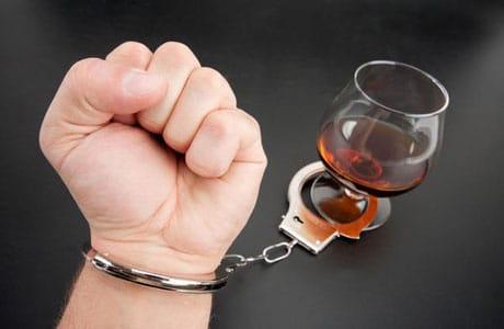 یک چهارم مصرف کنندگان الکل به آن معتاد میشوند