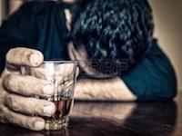 اعتیاد به الکل با شروع مصرف آن در سنین پایین تر بیشتر می شود