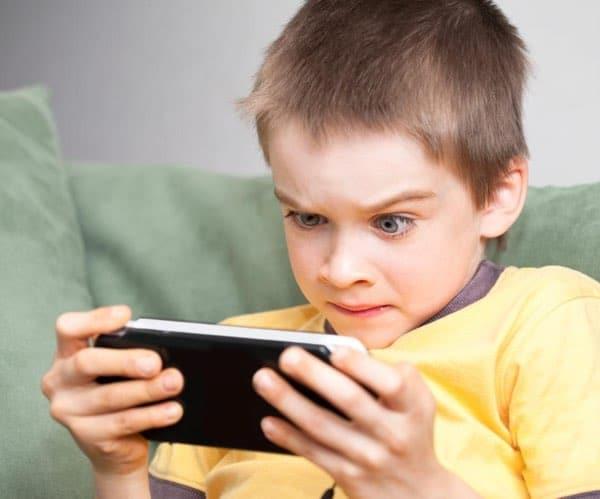 استفاده زیاد از موبایل اضطرابآور است