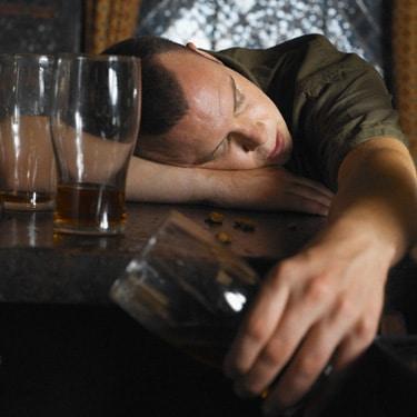 مراحل و نشانههای ترک الکل