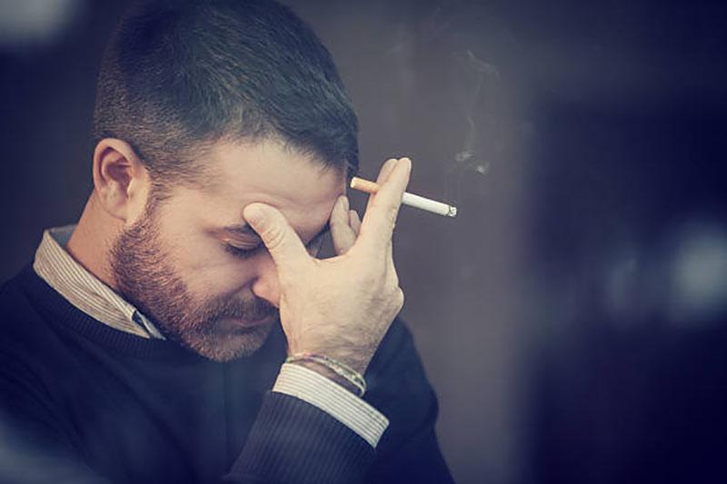 چگونه سیگار را ترک کنیم با افکار منفی مبارزه شود