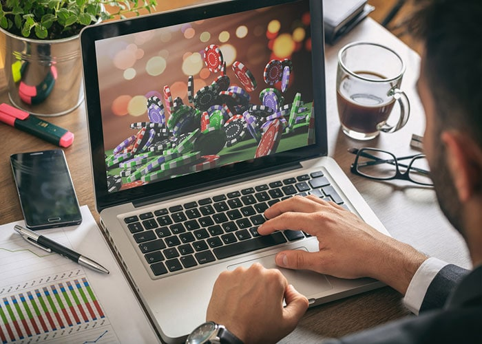 اعتیاد به قمار اینترنتی