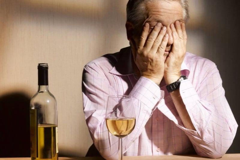 نشانههای اعتیاد به مشروب